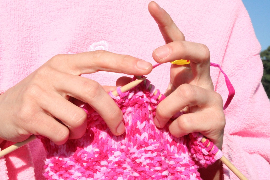 How to knit Pink_knitting_in_front_of_pink_sweatshirt